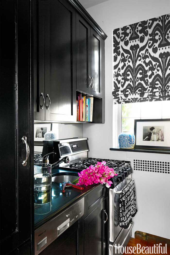 bold black kitchen cabinets