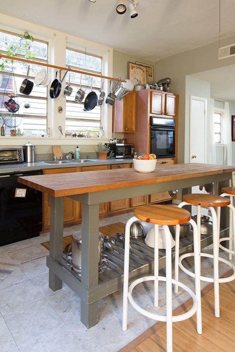 wood tone kitchen cabinets on island