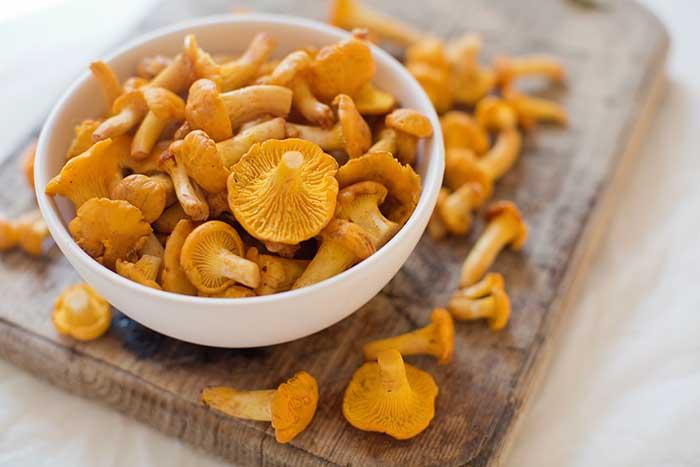 Raw chanterelle mushrooms