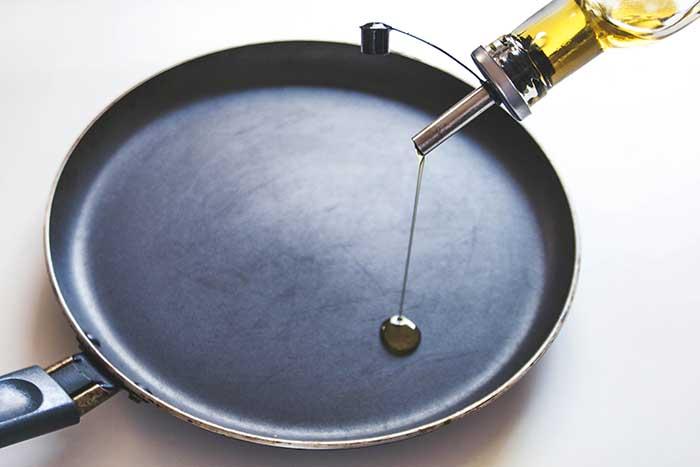 how to season frying pan
